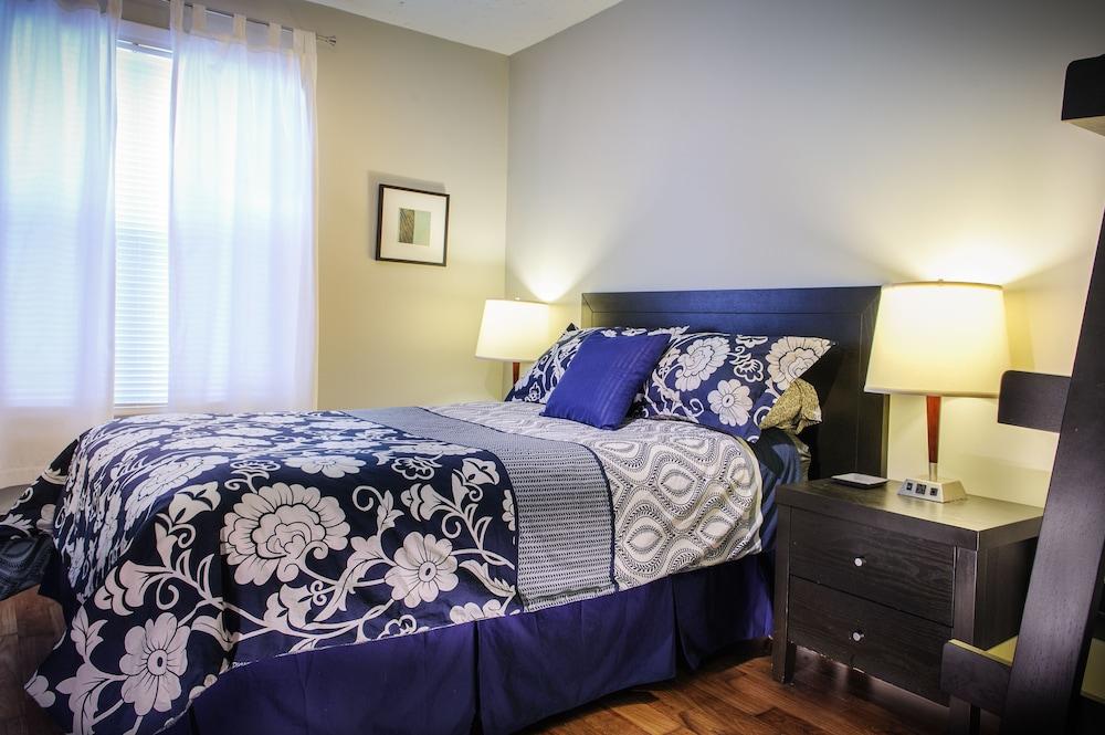 Moncton Suites - 267 Universite Ave
