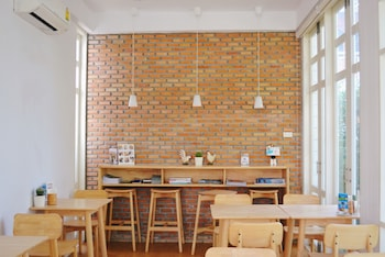 Eat Sleep Cafe & Bed - Restaurant  - #0