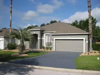 GORGEOUS HOME WITH GOLF COURSE VIEW in Haines City, Florida