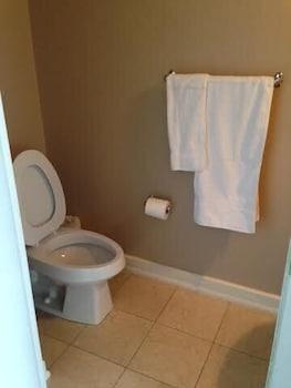 Pelican on Blue Jays Way - Bathroom  - #0