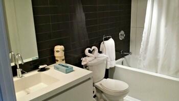 Pelican in Entertainment District - Bathroom  - #0