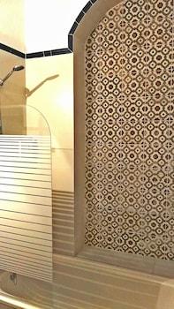 Frenteabastos Hostel & Suites - Bathroom Shower  - #0