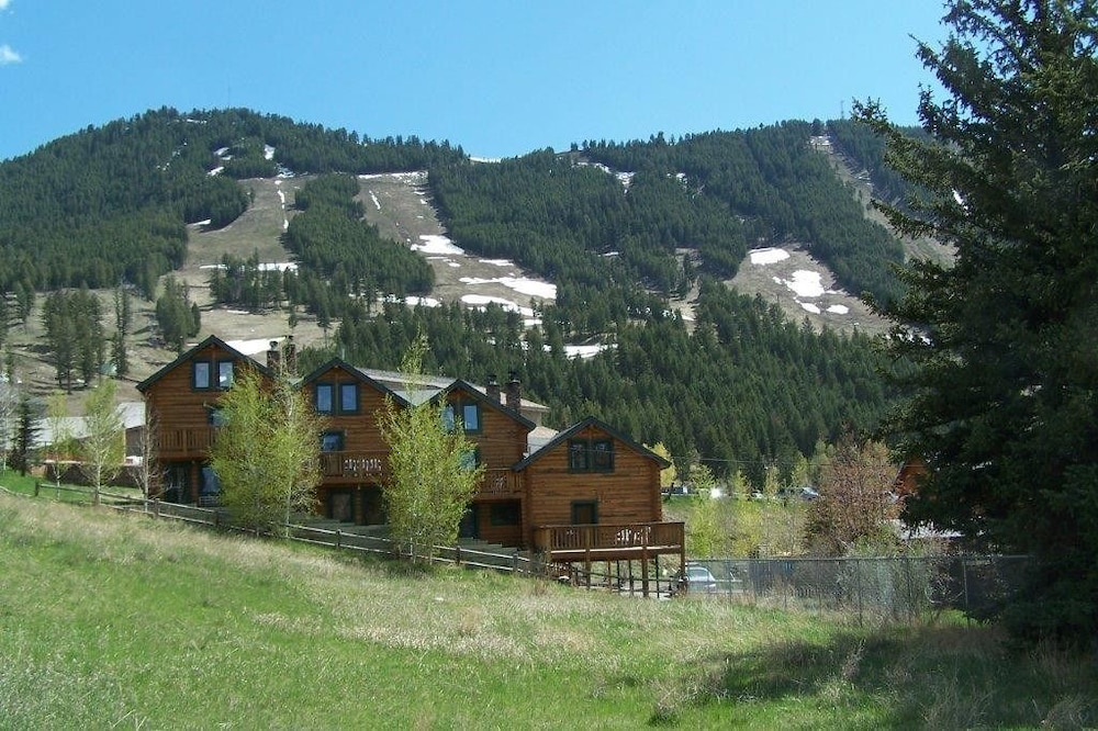 Panoramic Townhome in Jackson Hole by RedAwning