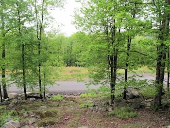 162 LW Amazing 3 Bedroom 2 Bath at Big Boulder Lake and Ski Area by RedAwning in Lake Harmony, Pennsylvania