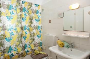 Andromeda Apartments & Studios - Bathroom  - #0