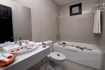 Full House Hotel - Bathroom  - #0