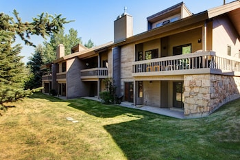 3BR 3BA Deer Valley Townhouse by RedAwning