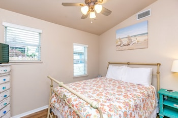 Newly Remodeled 3BR in Rockport Minutes to the Beach by RedAwning