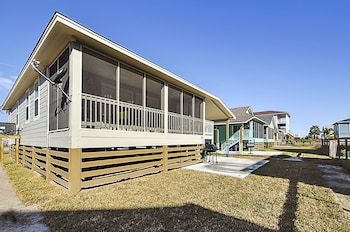 Brand New Beach Cottage in Rockport by RedAwning