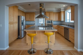 Hilltop 4 BR W Gorgeous SF Bay Panoramic Views by RedAwning