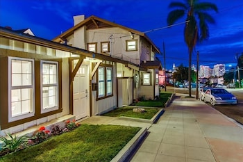 Sunny 2BR San Diego Harbor House by RedAwning