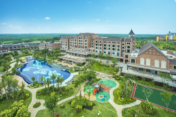 Photo for Country garden wave bay phoenix hotel in Chengmai