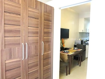 馬尼拉海藍濱海公寓飯店