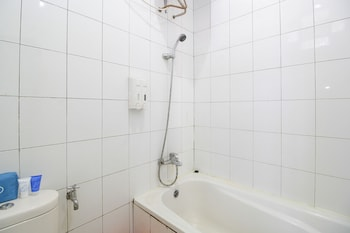 Airy Jekan Raya Menteng Raden Saleh 4 Palangkaraya - Bathroom  - #0
