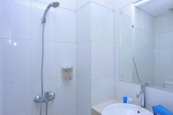 Airy Denpasar Barat Gunung Soputan Satu 88A Bali - Bathroom  - #0