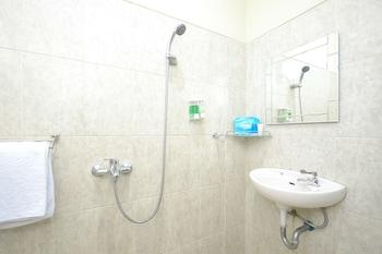 Airy Sadang Veteran 1 Purwakarta - Bathroom  - #0