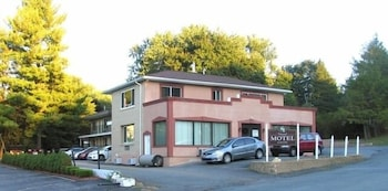 The Warwick Motel and Suites