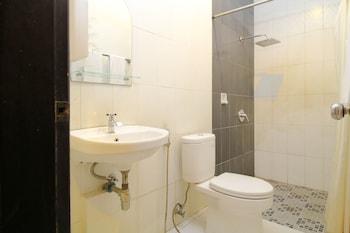 Airy Panakkukang Topaz Raya Blok F 5 Masale Makassar - Bathroom  - #0