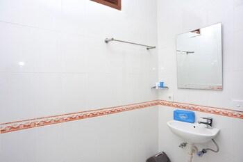 Airy Seminyak Shri Lakshmi Bali - Bathroom  - #0