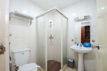 Airy Gubeng Sumatra 89 Surabaya - Bathroom  - #0