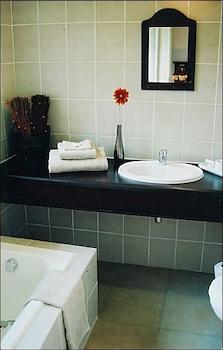 Falling Feather Inn - Bathroom  - #0