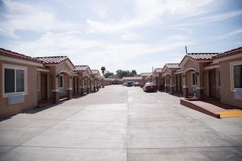 Diamond Bell Inn & Suites in Bell, California