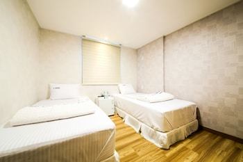 G HOUSE Mini Hotel & Guest House - Hostel - Guestroom  - #0