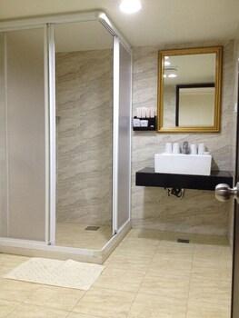 Big Bear Hotel - Bathroom  - #0