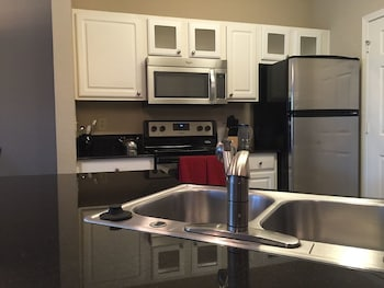 Downtown Tulsa Luxury 2 Bedroom Apartment by RedAwning