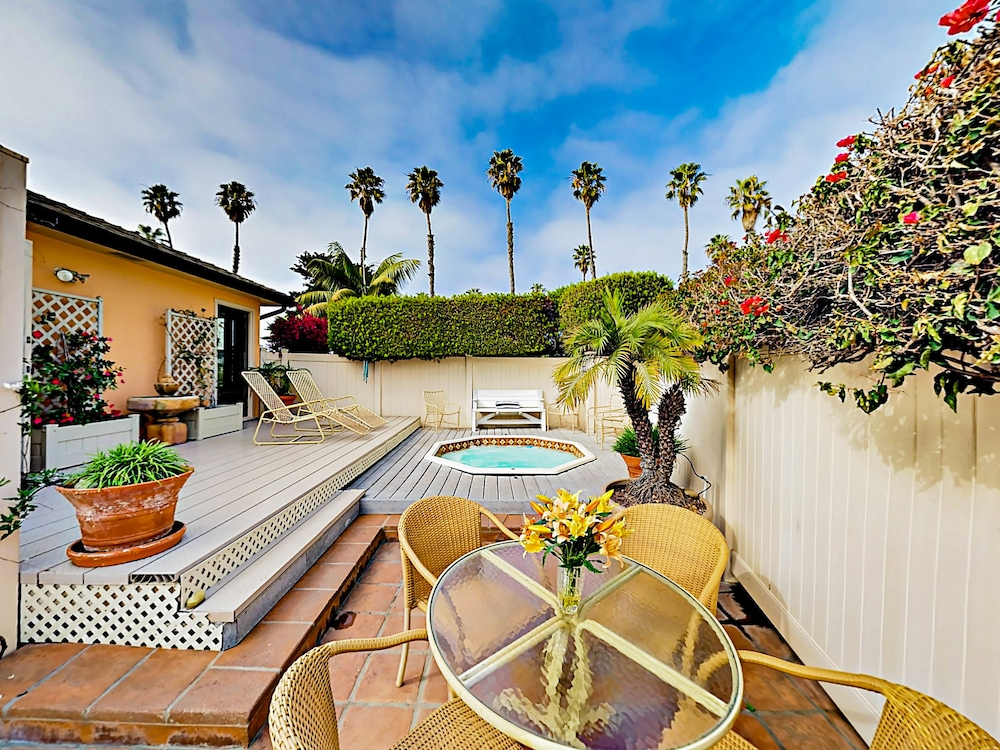 Beach Bungalow in Ventura by RedAwning