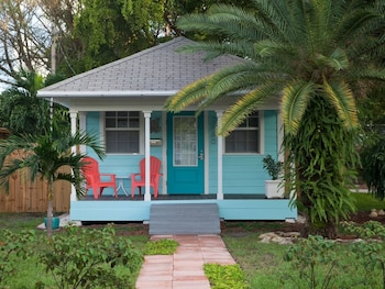 Audrey Place Cottage in Wilton Manors by RedAwning