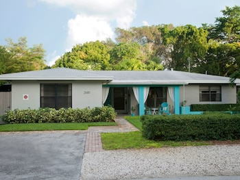 Modern Wilton Manors Studio Unit 2 by RedAwning