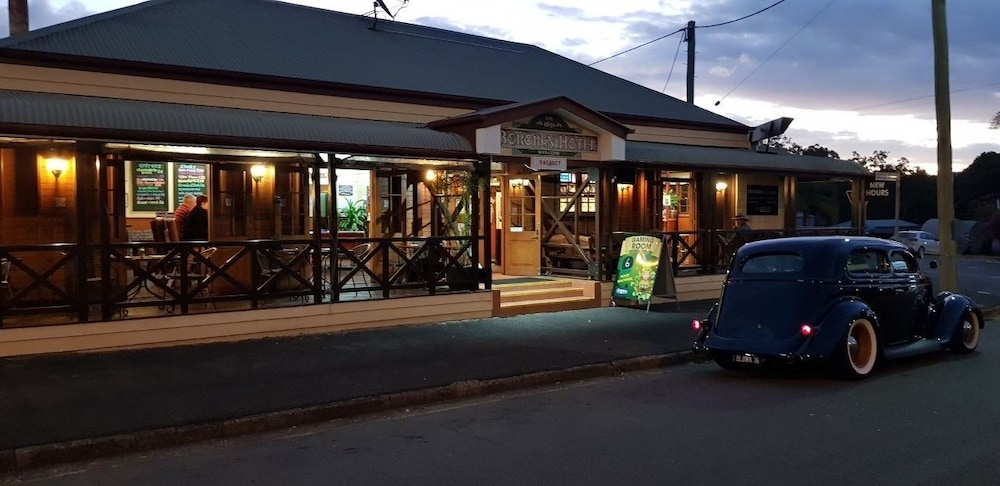 Bororen Hotel Motel