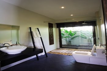 Villa Lombok by Holiplanet - Bathroom  - #0