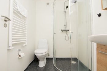 Viking Cottages and Apartments - Bathroom  - #0