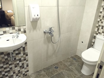 Hotel Fiducia Blora - Bathroom  - #0