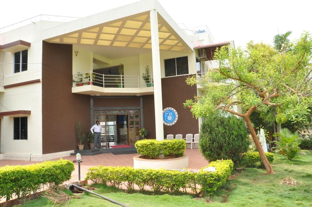 KSTDC Hotel Mayura Gaganachukki