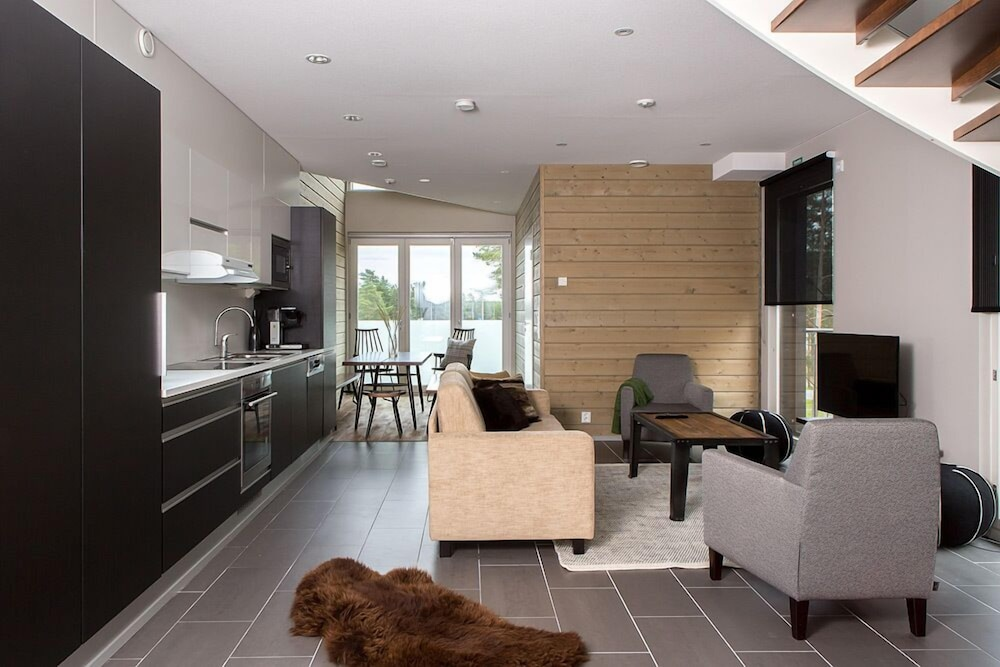 Sandy Kelt, Irish House Apartments