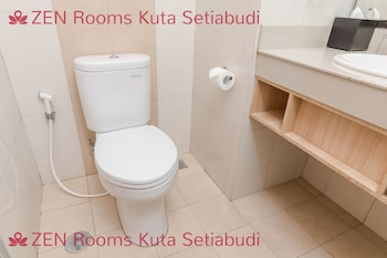 ZEN Rooms Kuta Setiabudi - Bathroom  - #0