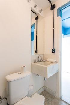 ZEN Rooms Bambina Alfredo Gomes - Hostel - Bathroom  - #0
