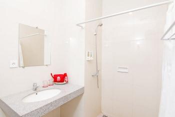 ZEN Rooms Raya sririt singaraja - Bathroom  - #0