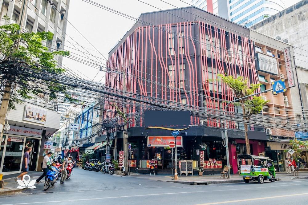 ZEN Rooms Basic Glitz Bangkok Hotel