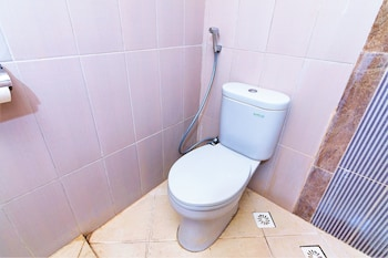 ZEN Rooms Lombok Raya Senggigi - Bathroom  - #0