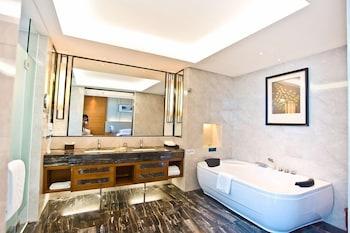 Country Garden Golden Beach Spring Hotel - Bathroom  - #0