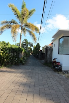 The Diana Suite Tuban - Property Grounds  - #0