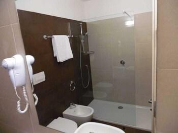 Hotel Trento - Bathroom  - #0