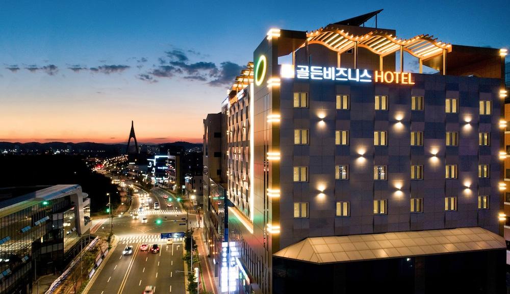 Golden Business Hotel