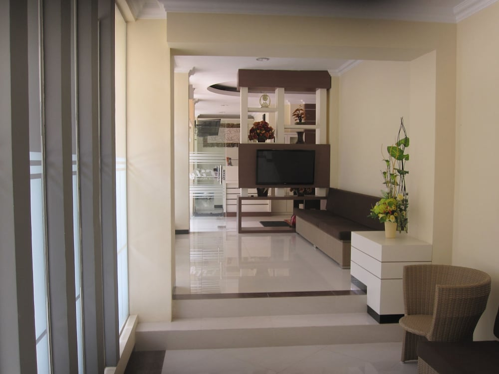 Lily Guest House Kota Malang Get Flat Inr 157 Off 1 0 4 0 Price Address Reviews