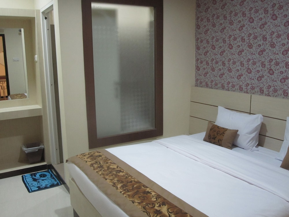 Lily Guest House Kota Malang 8 5 Price Address Reviews
