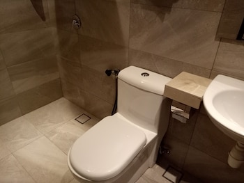 9 Square Hotel - Sri Kembangan - Bathroom  - #0